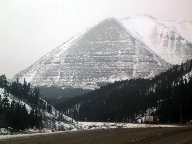 Beschreibung: https://i0.wp.com/www.wakeupkiwi.com/images/black-pyramid-alaska.jpg