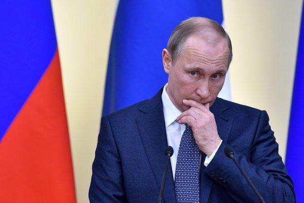 Beschreibung: usslands Präsident Wladimir Putin soll offenbar im Besitz aller fragwürdigen Mails von Hillary Clinton sein. (Foto: dpa)