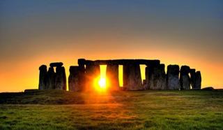 Beschreibung: http://3.bp.blogspot.com/-ETrrtKsat-c/VD22lNLURoI/AAAAAAAAO00/WxyYBo2QbOo/s1600/Stonehenge.jpg